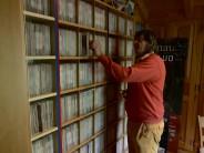 Portrait d'un passionné de vinyles des années 60, Jacques Berlie
