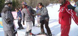 Intégration: des requérants découvrent les joies du ski à Ovronnaz
