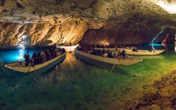 Zoom sur le lac souterrain de Saint-Léonard, lieu insolite où le public se rend au concert