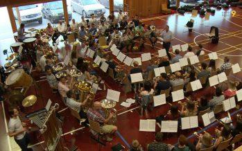 Les deux fanfares de Chermignon réunies en concert pour fêter le 100e anniversaire de… leur scission!