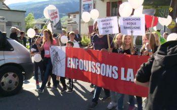 Ligne aérienne à très haute tension Chamoson – Chippis: plus de 400 opposants manifestent dans la rue