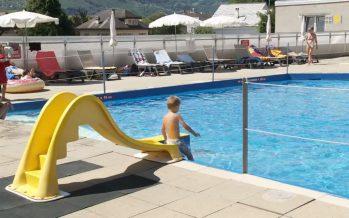 Les piscines valaisannes profitent de la canicule. Prise de température à Sion