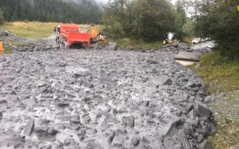 Une coulée de boue coupe la route cantonale entre Orsières et La Fouly