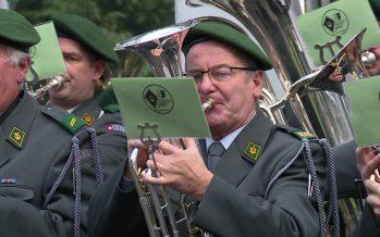 Le coup d'envoi de la rencontre annuelle des anciens musiciens militaires annoncée avec 12 coups de canon