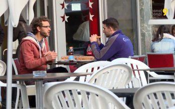 Après l'interdiction de fumer à l'intérieur des lieux publics, des motions veulent limiter la cigarette à l'extérieur