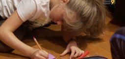 Comment gérer les violences psychiques et s'en protéger? Patouch donne des cours aux enfants entre 9 et 10 ans