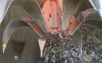 Taxe au sac: le parcours d'un sac-poubelle, depuis une benne à Monthey jusqu'à la SATOM