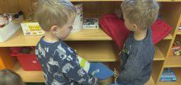Éducation sans préjugés: la lutte contre les stéréotypes se fait en famille comme à l'école. Visite dans une crèche à Nax