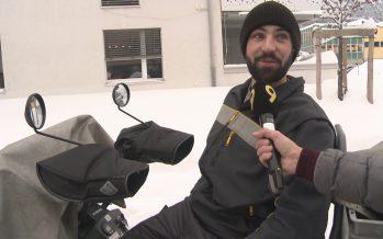 Pas facile, le métier de facteur quand 70 cm de neige recouvrent la ville, comme l'explique Maxime Bruchez à Sierre