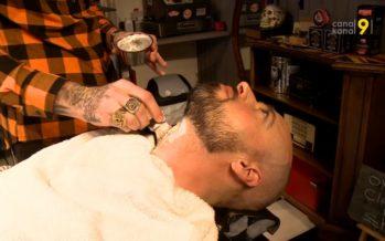 La barbe est à la mode et les barbiers ont pignon sur rue. Il y a les professionnels, mais aussi des casseurs de prix!