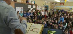 Musique et théâtre à l'école: visite à Leytron lors d'une répétition du chœur d'enfants