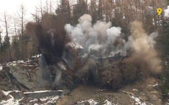 Trient: l'éboulement qui coupait la route de la Forclaz depuis un mois a été dynamité. 1000 m3 ont volé en éclat