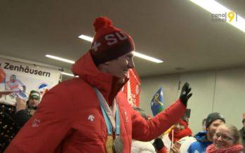 De retour de PyeongChang avec de l'or et de l'argent, le skieur valaisan Ramon Zenhäusern a été accueilli en héros à Viège