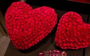 St-Valentin: une soirée en tête à tête au restaurant. Ou… devant la TV pour les amoureux du foot!