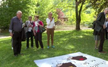L'artiste Maire-Antoinette Gorret fait piétiner ses oeuvres dans l'exposition «Bigarrant de tapis» au parc à sculptures de la Fondation Gianadda