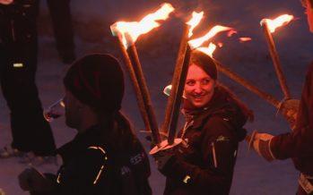 Weekend de promotion pour Sion 2026, avec une descente aux flambeaux géante et un ralliement politique: celui des jeunesses de droite