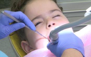 Remboursement des soins dentaires: Gaël Bourgeois dit «oui», Vincent Riesen dit «non». Le Valais pourrait voter dans un an