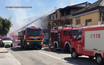 Incendie au dernier étage d'un immeuble à Fully: trois personnes incommodées transportées à l'hôpital