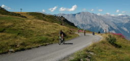 Pour arriver à la Croix-de-Cœur, sommet du Tour des Stations, les cyclistes ont puisé dans leurs dernières ressources