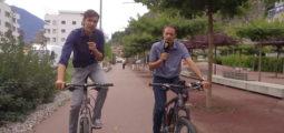 A Naters, la «Rote Meile» favorise la mobilité douce des cyclistes et des piétons, créant un nouvel espace vivant au cœur de la cité