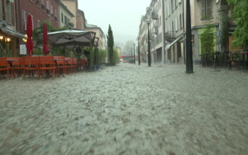 A Sion, la rue du Grand-Pont (notamment) s'est transformée en rivière suite au violent orage qui s'est abattu sur le Valais
