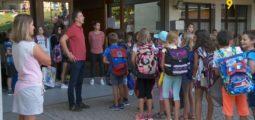 Ce lundi, 42'600 jeunes Valaisans retrouvaient les bancs d'école. Halte à Montana-Village, à l'heure de la sonnerie