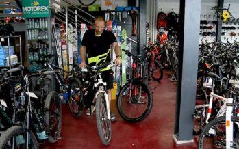 «Tout le monde veut rouler en vélo électrique, les jeunes comme les plus âgés», constate Dominique Crettenand chez Bike Evasion Sport