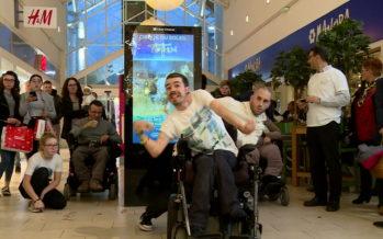 Gaëtan Daves et Célien Dubuis ont dansé en duo pour Cerebral Valais au Centre Manor de Monthey