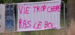 Manifestations en France: gilets jaunes, colère rouge