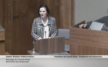 Séance constitutive de la Constituante: la présidente Esther Waeber-Kalbermatten apporte le message du Conseil d'État