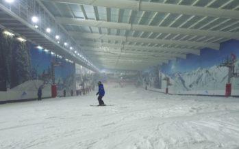 Le Snow Center de Londres, une piste indoor, aux décors valaisans, qui accueille plus de 600'000 visiteurs par an