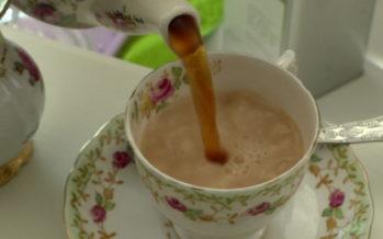 C'est l'heure du thé! Mais comment boire son thé à l'anglaise? Réponse avec la spécialiste Michelle Cerusini