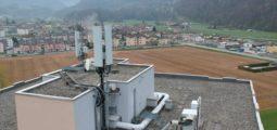 En Valais, la 5G se déploie petit à petit et devient un enjeu politique. Dans le public, l'inquiétude grandit