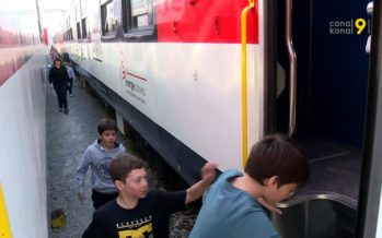 700 élèves du Valais romand visitent le Train école et découverte des CFF. On leur parle énergie et mobilité, dangers et sécurité