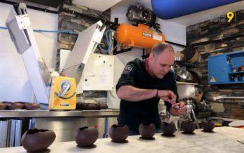 Alors que les Suisses mangent toujours moins de chocolat, les artisans chocolatiers ne connaissent pas la crise. Surtout à Pâques