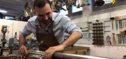 «Je ne le maltraite pas: je le répare!» Elie Darbellay est un des rares réparateurs d'instruments à vent de Suisse