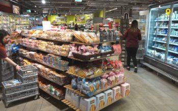 En Valais, les magasins ouvrent toujours plus tôt en matinée. Va-t-on vers une ouverture 24 heures sur 24?
