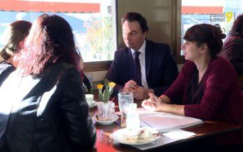 A l'écoute de la population de Sion: le président et un municipal prennent le café avec les citoyens de la ville