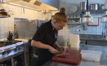 Elle a à peine 30 ans et se voit décerner le titre de «Cuisinière suisse de l'année» par GaultMillau! Rencontre à Bex avec Marie Robert