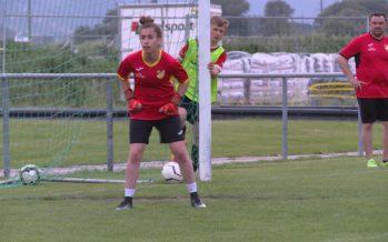 Football: Diana, une gardienne de but chez les garçons