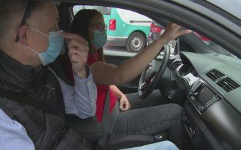 Auto-école: les élèves conducteurs à nouveau sur la route mais masqués