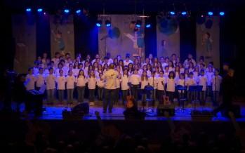 Vétroz: des écoliers chantent les droits de l'enfant