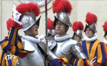 Vatican: cérémonie d'assermentation des gardes du pape