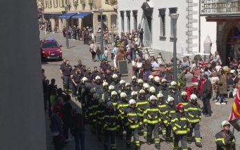 Sion: les pompiers ont paradé en ville pour présenter leurs moyens