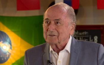 «Une opération pas très intelligente.» C'est ainsi que Sepp Blatter qualifie le geste des joueurs suisses qui ont mimé l'aigle albanais lors de leur rencontre face à la Serbie