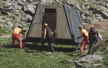 Protection des troupeaux: des cabanes innovantes pour les bergers héliportées en Entrmont