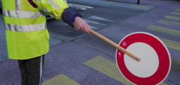 Gilets jaunes contre violets: quelle couleur pour la prévention routière?