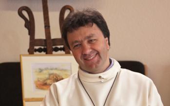 HUMAIN PASSIONNÉMENT reçoit le curé José Mittaz