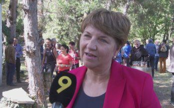 Saillon: La conseillère fédérale Viola Amherd a vendangé la vigne à Farinet