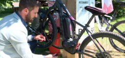 """Une borne de recharge pour e-bikes """"made in Valais"""""""